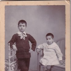 Fotografía antigua: FOTOGRAFÍA RETRATO DE HERMANOS RICARDO SANZ SEVILLA Y MADRID. 16 X 10 CM REVERSO BONITO.. Lote 269454143