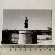Fotografía antigua: FOTO. FUENTE DEL REALON. VIAS DEL TREN. FOTÓGRAFO?. FECHA, 17 NOVIEMBRE 1963.. Lote 269466143