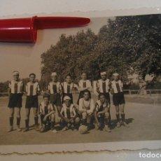 Fotografía antigua: ANTIGUA FOTO FOTOGRAFIA EQUIPO DE FUTBOL DE VILANOVA I LA GELTRU AÑOS 40 (21-6). Lote 269991178