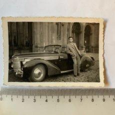 Fotografia antica: FOTO. JOVEN POSA EN EL COCHE DESCAPOTABLE DEL PAPA. FOTÓGRAFO?.. Lote 272952458