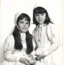 Photographie ancienne: == J812 - FOTOGRAFIA - DOS JOVENCITAS DE PRIMERA COMUNION - VALENCIA 1971. Lote 274945033