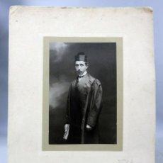 Fotografía antigua: FOTOGRAFÍA ABOGADO CON BIRRETE Y TOGA DALTON KAULAK MADRID HACIA 1900. Lote 275522918