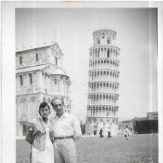 Fotografia antiga: *** R759 - FOTOGRAFIA - PAREJA EN PISA 1953. Lote 276106333