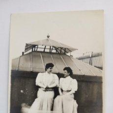 Photographie ancienne: F-5124. FOTOGRAFIA JOVENES EN TERRADO BARCELONA. PRINCIPIOS S.XX.. Lote 276629363