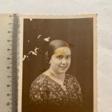 Fotografía antigua: FOTO. LA JOVEN DE SONRISA INOCENTE. COLOM, FOTÓGRAFO. CASTELLÓN.. Lote 277521203