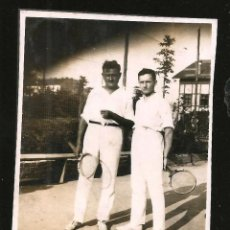 Fotografía antigua: 1209 - HOMBRES CON SUS RAQUETAS DE TENIS - FOTO 8X6CM 1930'. Lote 277534968