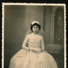 Fotografía antigua: 1306 - RELIGIÓN / NIÑA EN SU PRIMERA COMUNIÓN - FOTO 13X9CM 1940'. Lote 277835383