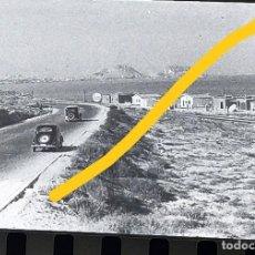 Photographie ancienne: ANTIGUO CLICHÉ DE FOTOGRAFÍA. CERCANÍAS DE ALICANTE.A LA DERECHA SERVICIO TÉCNICO MOTO VESPA.AÑOS 50. Lote 278396203