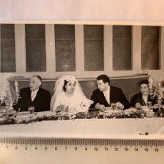 Fotografía antigua: FOTO. MESA PRESIDENCIAL CON LOS NOVIOS Y PADRINOS. C. FONFRIA, FOTÓGRAFO. VALENCIA.. Lote 279389848