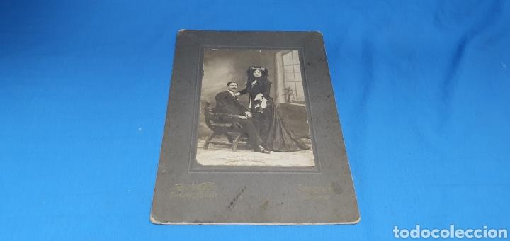 ANTIGUA FOTOGRAFÍA PAREJA DE EPOCA POSANDO , FOTOGRAFOS E. VERA SUCESORES DE NAPOLEON , MADRID 1910 (Fotografía - Artística)