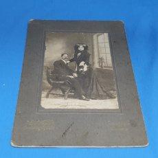 Fotografía antigua: ANTIGUA FOTOGRAFÍA PAREJA DE EPOCA POSANDO , FOTOGRAFOS E. VERA SUCESORES DE NAPOLEON , MADRID 1910. Lote 286853528