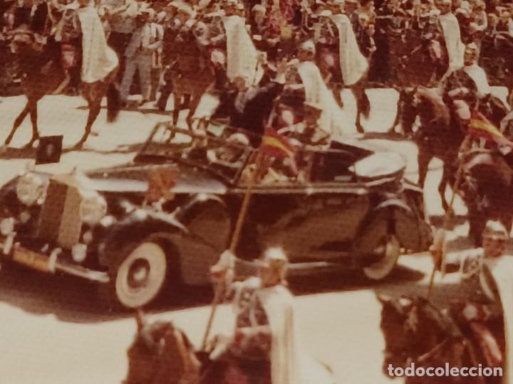 Fotografía antigua: Antiguo INEDITO álbum 12 fotos franco y reyes desfile en madrid - Foto 10 - 287068268