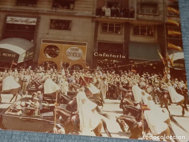Fotografía antigua: Antiguo INEDITO álbum 12 fotos franco y reyes desfile en madrid - Foto 20 - 287068268