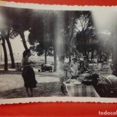 Fotografía antigua: BISCUTER MOTO VILLAVICIOSA ODON FOTO PARTICULAR DORSO ESCRITO 10 X 7 CMS SOBREXPUESTA VER FOTOS. Lote 287653823