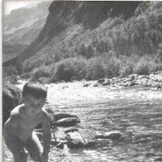 Fotografía antigua: *** CU1200 - FOTOGRAFIA - NIÑITO EN ORDESA 1956. Lote 287820298