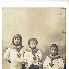 Fotografía antigua: 1R-EXTRAORDINARIA FOTOGRAFIA ANTIGUA - TRES HERMANOS DE MARINEROS. Lote 287991013