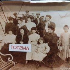 Fotografía antigua: ANTIGUA FOTOGRAFÍA FAMILIAR A BORDO DE UN BARCO. INICIÓ S.XX.. Lote 288882993