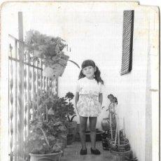 Fotografía antigua: *** T164 - FOTOGRAFIA - NIÑA EN UNA TERRAZA O BALCON. Lote 289868288