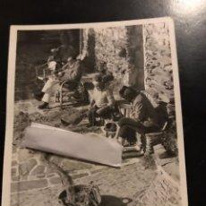 Fotografia antiga: FOTO CARTÓN , GALA Y SALVADOR DALÍ EN CADAQUÉS. Lote 295528378