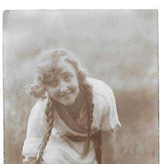 Fotografía antigua: ER- EXTRAORDINARIA FOTOGRAFIA ANTIGUA- UNA JOVEN EN EL CAMPO -FOTO- LEONAR. Lote 295632613