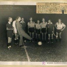 Coleccionismo deportivo: 2 FOTOS ORIGINALES:PARTIDO DEL REAL MADRID Y MARIANAO,1952. Lote 16662470