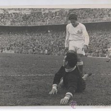 Coleccionismo deportivo - FOTOGRAFIA DE PRENSA DE FUTBOL ESTADIO DE CHAMARTIN AÑOS 50 REAL MADRID - ESPAÑOL ESPANYOL DOMINGO - 27155050
