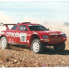 Coleccionismo deportivo: FOTOGRAFÍA ORIGINAL ARI VATANEN CAMPEÓN MASTER RALLY 1996. Lote 26829699