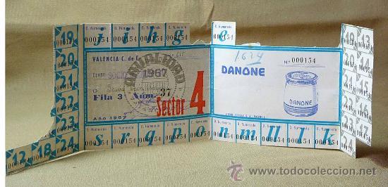 Coleccionismo deportivo: PASE ANUAL, GRADA NUMERRADA 1967, CAMPO MESTALLA, VALENCIA, DANONE - Foto 2 - 21814520