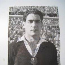 Coleccionismo deportivo: ANTONI RAMALLETS - FC BARCELONA - FOTOGRAFIA ORIGINAL DEDICADA. Lote 22060272