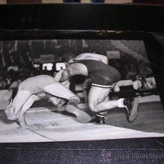 Coleccionismo deportivo: FOTOGRAFIA ORIGINAL OLIMPIADA LONDRES 1948,LUCHA,FOT.BRITISH CONSULATE GENERAL,21X16 CM.. Lote 22265870