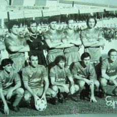 Coleccionismo deportivo: FOTO REAL DEL EQUIPO DE FUTBOL CORDOBA. 1986. 12 X 18 CM.. Lote 25922262