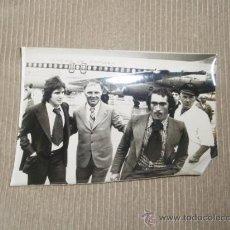Coleccionismo deportivo: GRAN FOTO ORIGINAL DE EPOCA. FUTBOL. AÑO 76. SELECCIÓN ESPAÑOLA. PIRRI SANTILLANA Y KUBALA. Lote 26371928