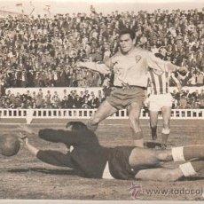 Coleccionismo deportivo: CADIZ C.F - RECREATIVO DE HUELVA, ESTADIO CARRANZA. PELIGRO EN LA PUERTA DEL HUELVA. FOTOS JUMAN. Lote 27063737