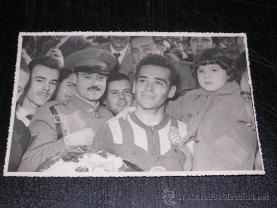 RCD ESPAÑOL - FOTOGRAFIA AÑOS 50 DE UN CICLISTA DEL EQUIPO DEL RCD ESPAÑOL, 17'5 X 11'5 CM, (Coleccionismo Deportivo - Documentos - Fotografías de Deportes)