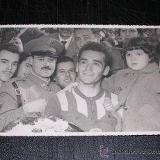 Coleccionismo deportivo - RCD ESPAÑOL - FOTOGRAFIA AÑOS 50 DE UN CICLISTA DEL EQUIPO DEL RCD ESPAÑOL, 17'5 X 11'5 CM, - 29624481