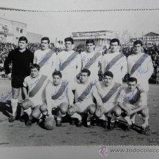 Coleccionismo deportivo: ANTIGUA FOTOGRAFIA DEL RAYO VALLECANO DE MADRID, VALLECAS, FUTBOL, CON FIRMA MANUSCRITA DE TODOS LO. Lote 30702866