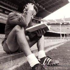 Coleccionismo deportivo: FUTBOL CLUB BARCELONA.BARÇA. CA.1980. FOTO DEL JUGADOR JULIO ALBERTO. Lote 30865650