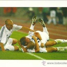 Coleccionismo deportivo: FOTO Nº70 CELEBRACION EQUIPO 2 - FOTO 10X15 COLECCION REAL MADRID MAGIC BOX 2002-2003 . Lote 31071788