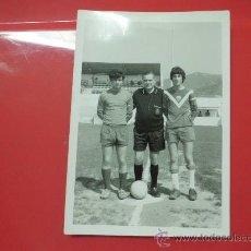 Coleccionismo deportivo: FOTO PARTIDO FUTBOL AÑOS 60. Lote 32034372