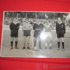 Coleccionismo deportivo: FOTO PARTIDO FUTBOL AÑO 1960 DE ARBITRO COLEGIADOS BADALONA 1 SANT ANDREU 2 ORIGINAL EPOCA. Lote 32034544
