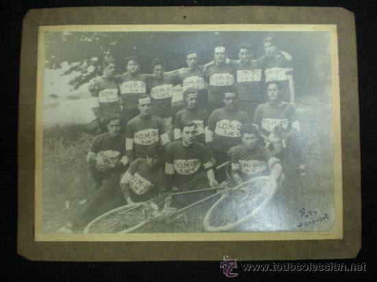 FOTOGRAFÍA. CICLISMO. EQUIPO DE CICLISTAS. ANÓNIMO. FOTO GARROSET. AÑOS 20. (Coleccionismo Deportivo - Documentos - Fotografías de Deportes)