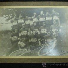 Coleccionismo deportivo - Fotografía. Ciclismo. Equipo de Ciclistas. Anónimo. Foto Garroset. Años 20. - 34265766