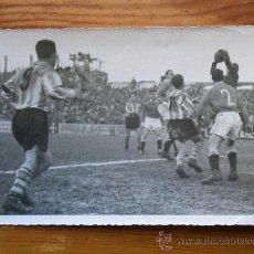 Coleccionismo deportivo: FOTOGRAFÍA ANTIGUA FÚTBOL. PARTIDO REAL SANTANDER - LERIDA. AÑO 1950. Lote 34399195