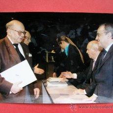 Coleccionismo deportivo: FOTO, FLORENTINO PEREZ Y DI STEFANO, AÑO 2004. Lote 34610066