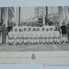 Coleccionismo deportivo: ANTIGUA FOTOGRAFIA DEL REAL MADRID CLUB DE FUTBOL, CAMPEON DE EUROPA 1966, MIDE 19,5 X 16 CMS, CON F. Lote 36723445