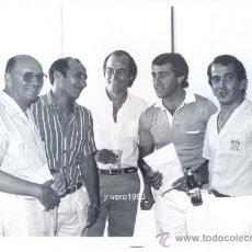 Coleccionismo deportivo: REAL BETIS.AÑOS 80 LEYENDAS, MACARIO, BIZCOCHO,DEL POZO,GARCIA SORIANO,FOT.RUESGA.176X126MM. Lote 39177390
