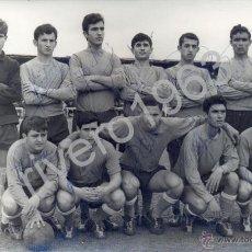Coleccionismo deportivo: TRIANA BALOMPIE, FILIAL DEL BETIS,1967,AUTOGRAFIADA POR JUGADORES,RARISIMA,140X90MM. Lote 39842297