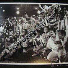 Coleccionismo deportivo: FOTOGRAFIA 15X20 REAL SOCIEDAD CAMPEON COPA 1987 BLANCO Y NEGRO. Lote 41810588