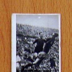 Coleccionismo deportivo: TABAY A-27 - FEBRERO 1948, BARCELONA 6, SEVILLA 0, CÉSAR DISPUTA UN BALÓN AL PORTERO DEL SEVILLA. Lote 43266645