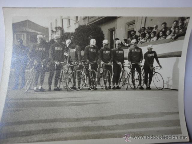 FOTOGRAFIA ORIGINAL EQUIPO CICLISMO FERRYS AÑOS 60 VUELTA ESPAÑA (Coleccionismo Deportivo - Documentos - Fotografías de Deportes)